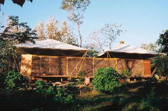 bamboo house exterior by benjamin garcia saxe