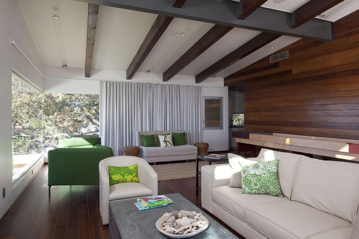Lake LBJ Retreat Living room