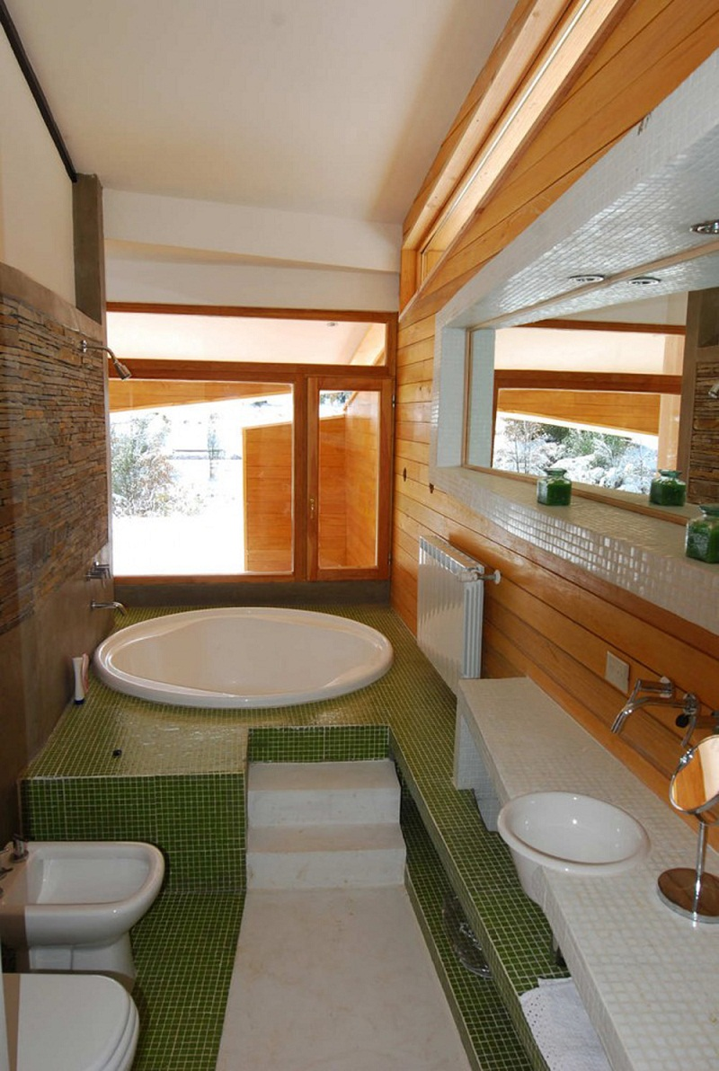Ribbon House White bathroom