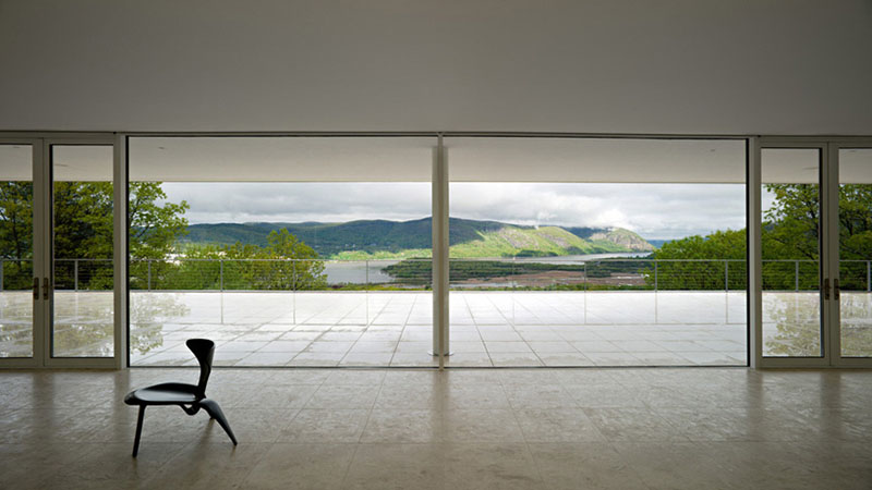 Olnick Spanu House living room glass view