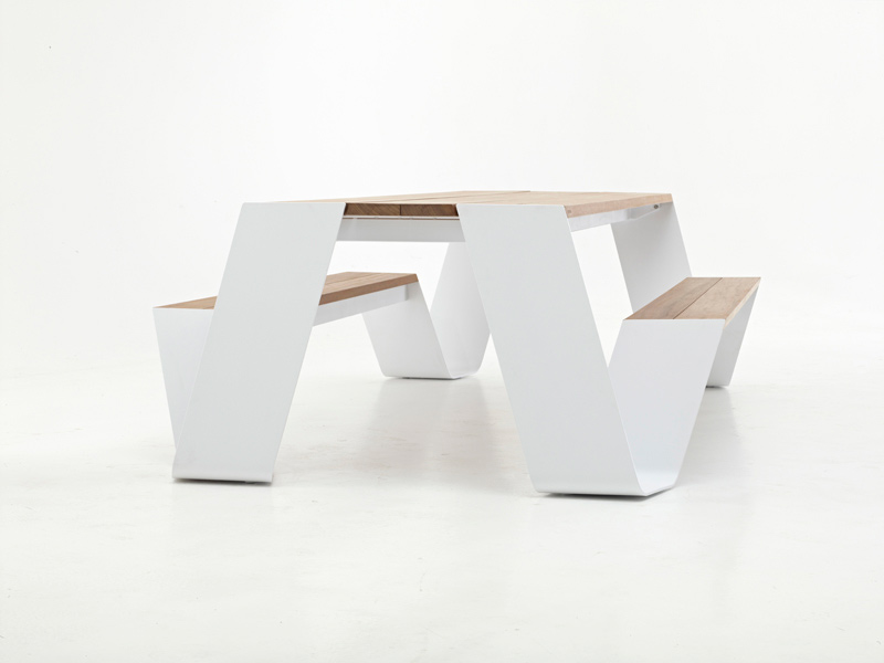 Hopper table and seating combination by Extremis 2