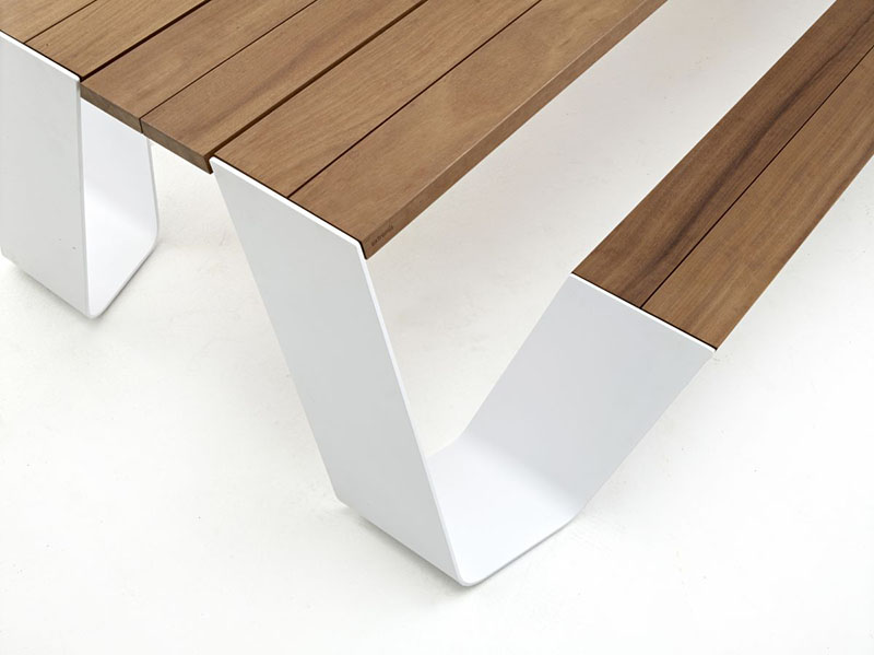 Hopper table and seating combination by Extremis 5