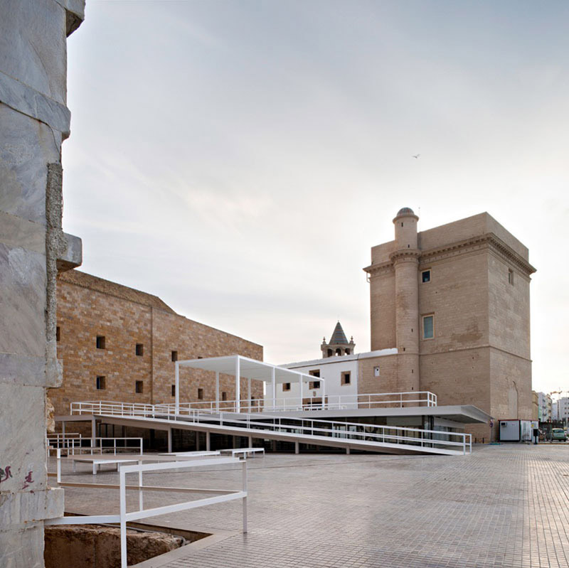 Between Cathedrals in Cadiz 4