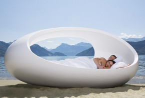 Unique Egg Shaped Bed LOMME