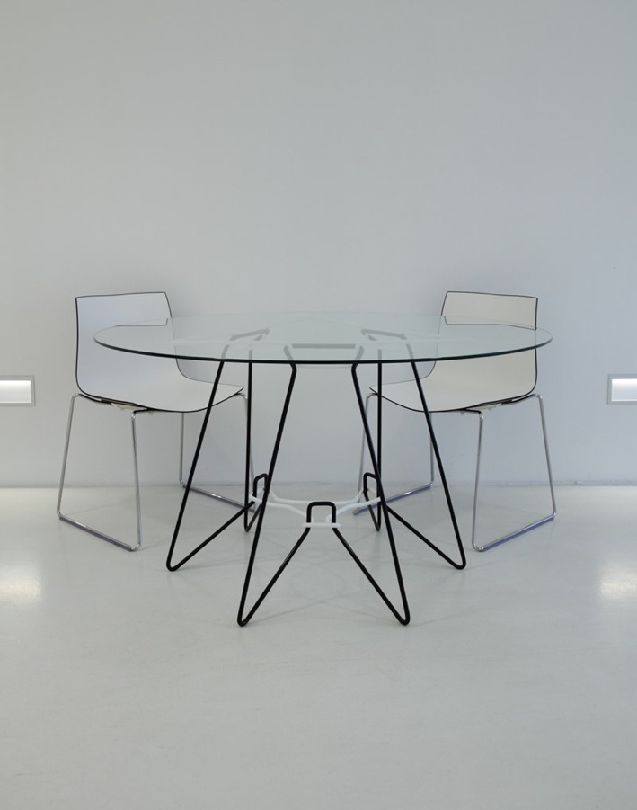SP-7 bent wire frame dining table with chairs