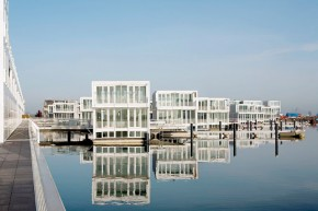 Waterdwellings IJburg- Hybrid of a House and a Boat