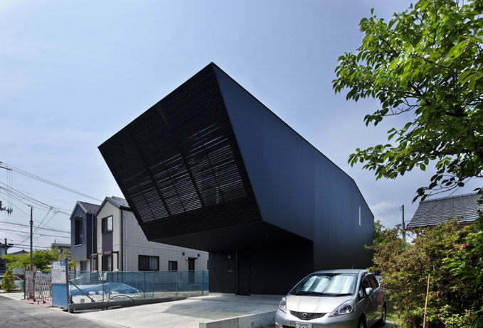 Lift House by Apollo Architects and Associates 2