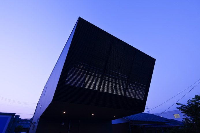 Lift House by Apollo Architects and Associates 3