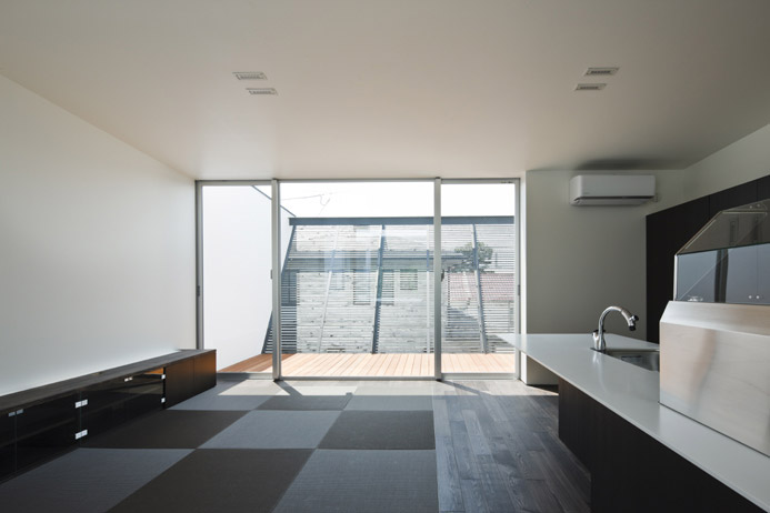 Lift House by Apollo Architects and Associates 4