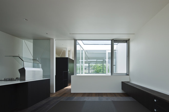 Lift House by Apollo Architects and Associates 5