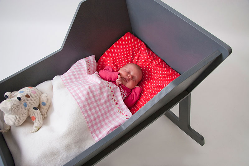 Rockid A rocking chair and cradle in one 5