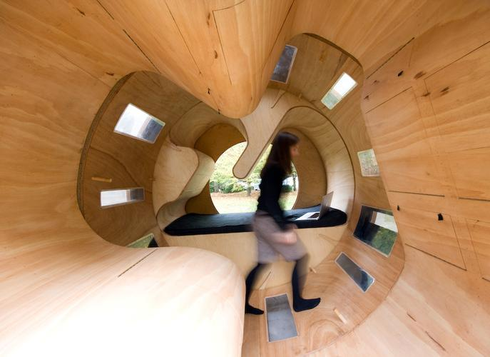 Cylindrical rotating house roll it 4