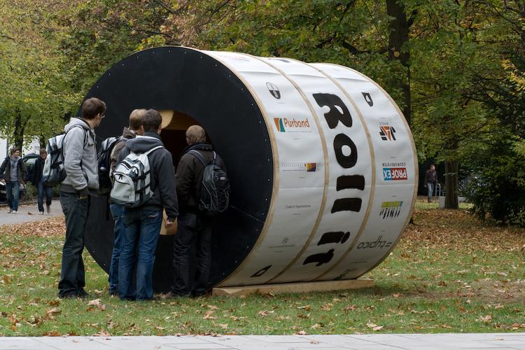 Cylindrical rotating house roll it 6