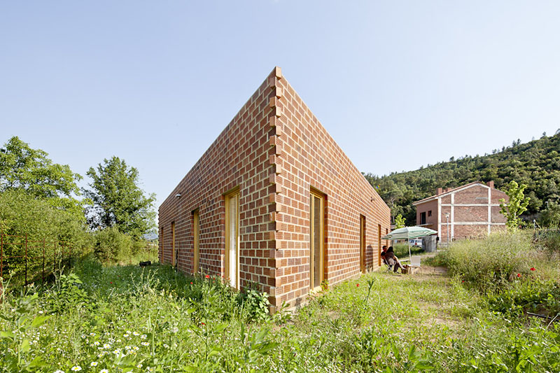 Unique Triangular House 712 By H Arquitectes