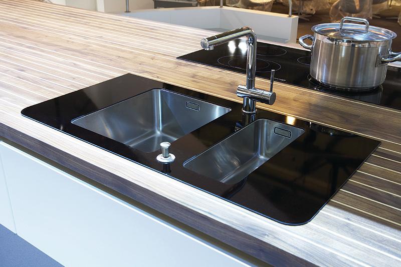 Marecucina kitchen shaped like boat 12