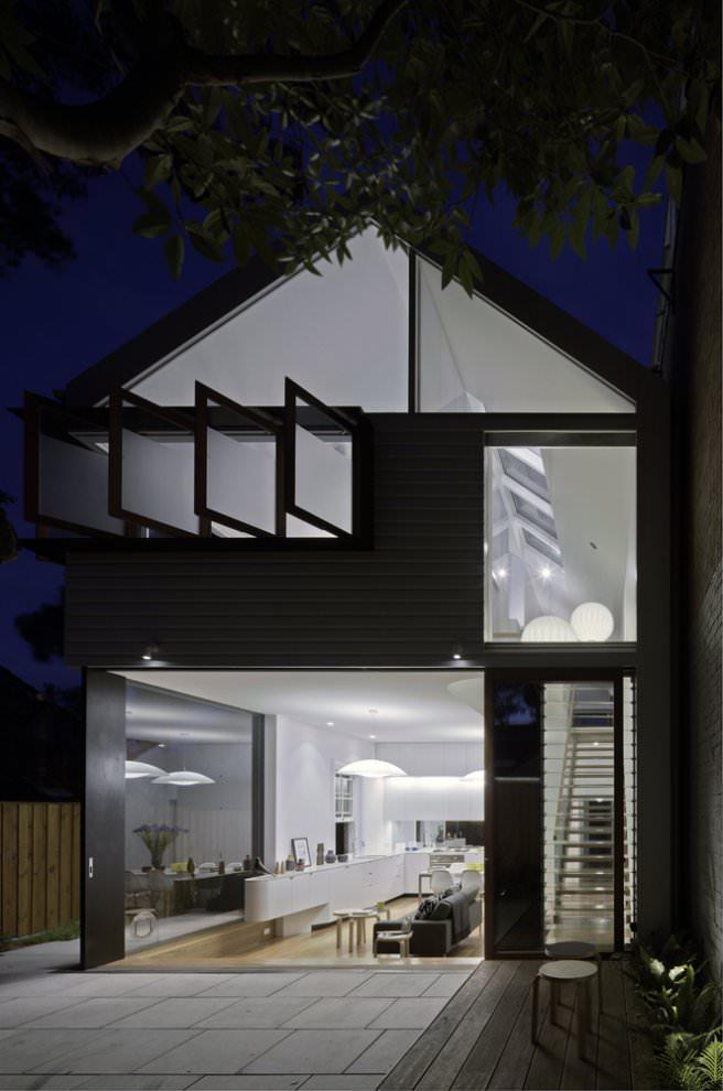 Elliott Ripper House at night