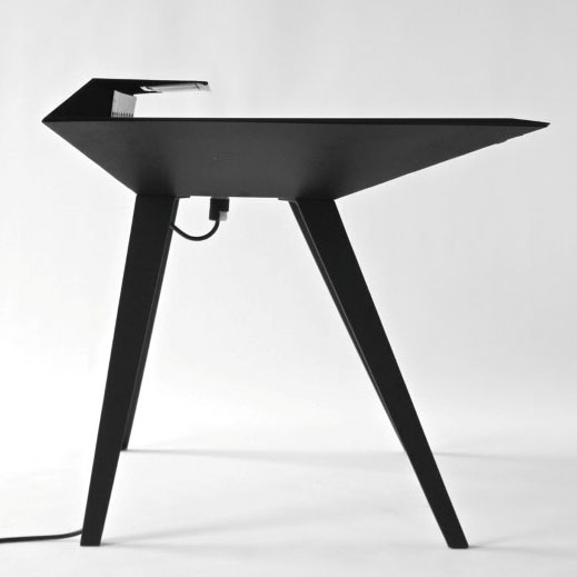 Desk 117 – A Minimalist Work Desk with Smart Cable Management