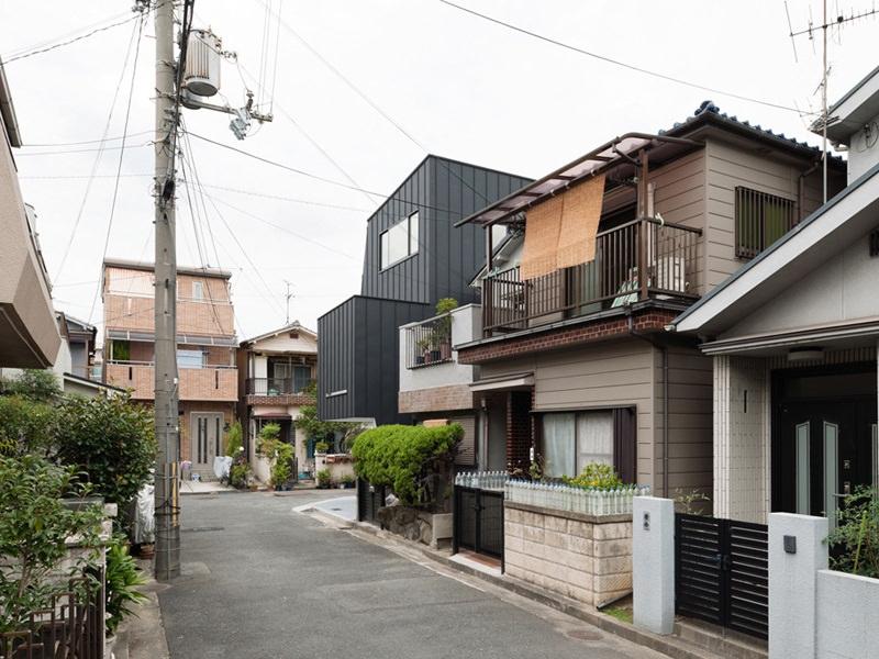 Hi House in Osaka by Yosuke Ichii