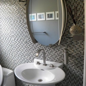 Decorate Your Bathroom with Glass Tiles