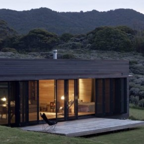 Storm Cottage by Fearon Hay Architects