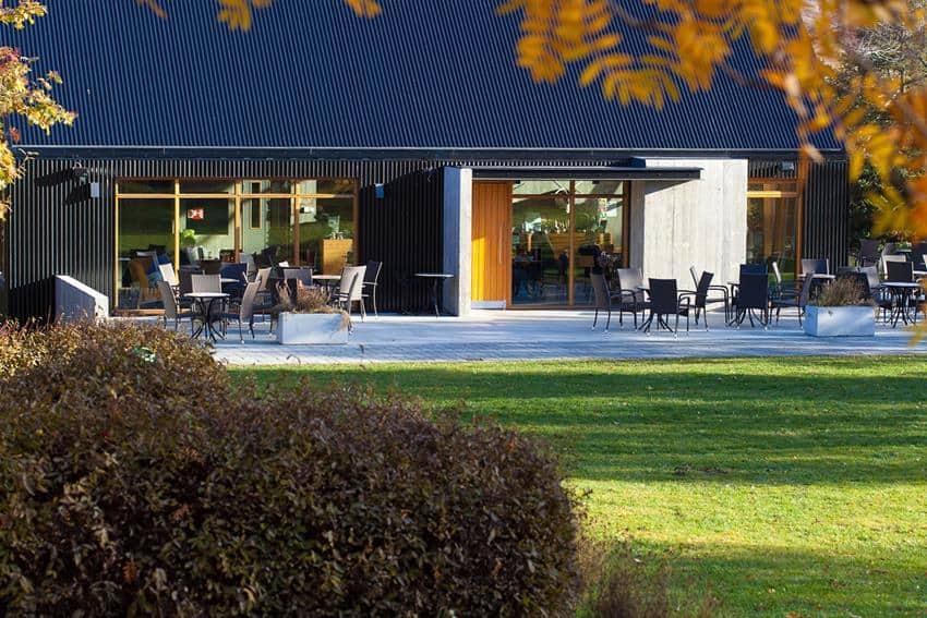 Café in Botanical Gardens by Kollgáta