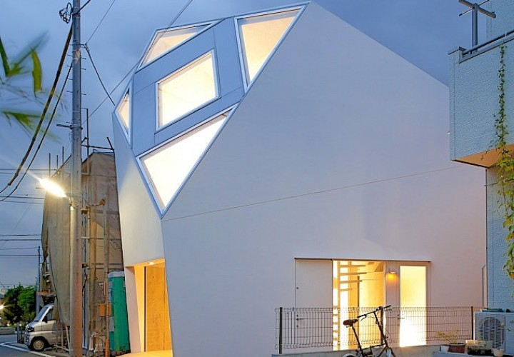 Monoclinic House by Atelier Tekuto