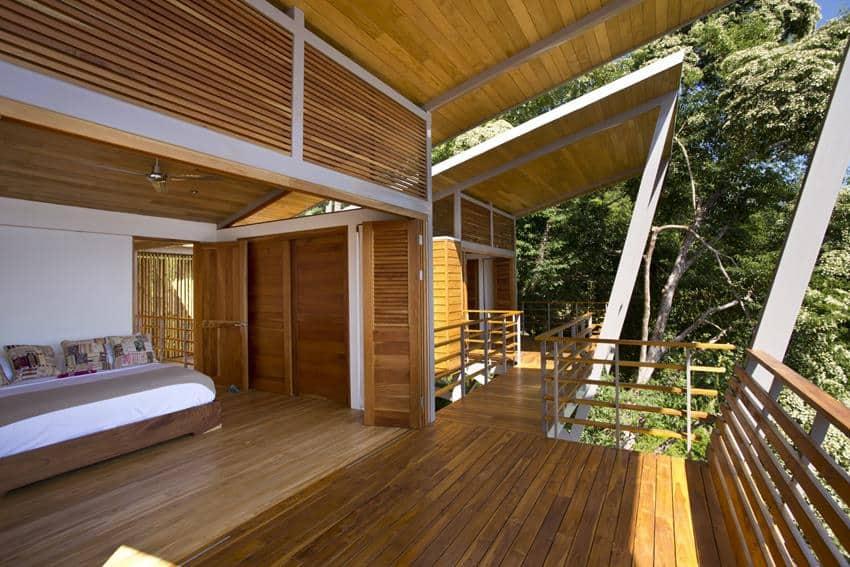 Flotanta House by Benjamin Garcia Saxe