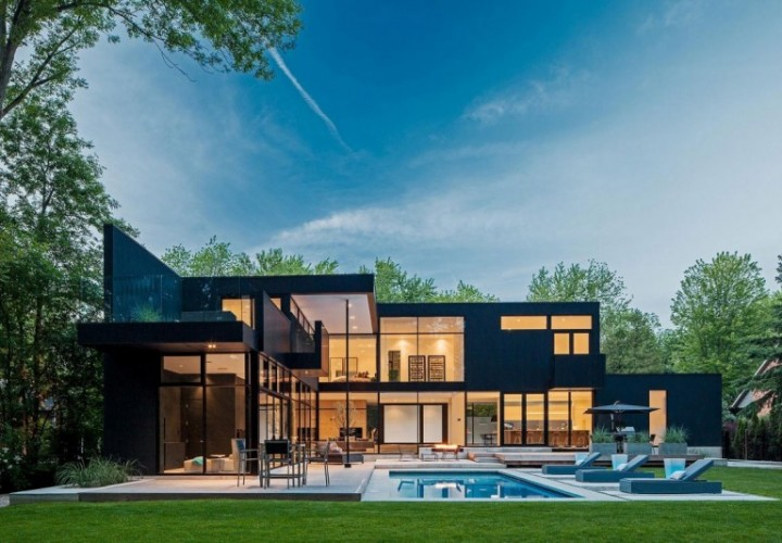 Luxurious family house with private theater in Canada