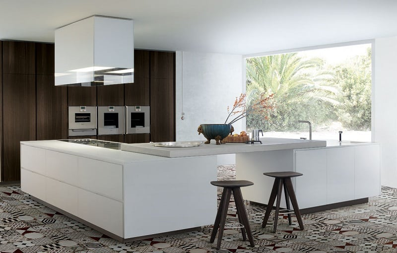 Modern spacious kitchen designs by Varenna3