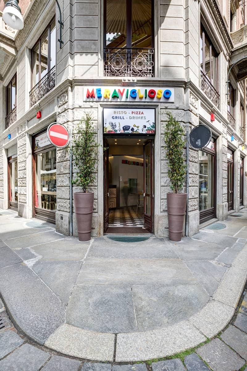 Italian restaurant with a warm retro interior10
