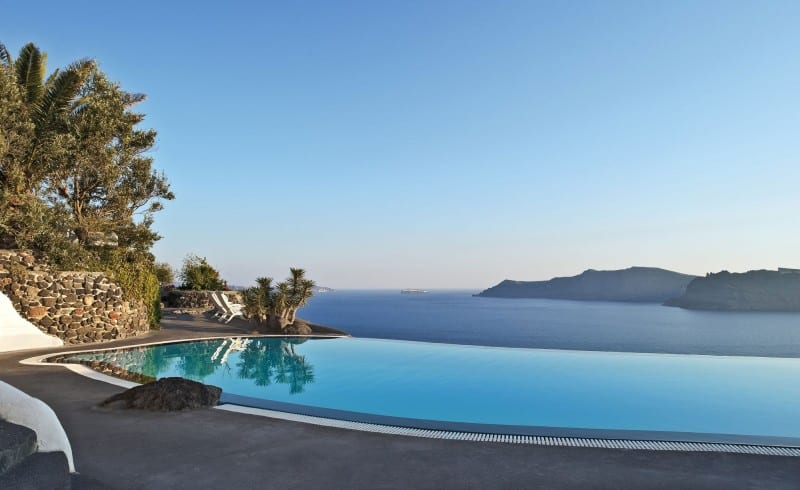 Intimate haven in Santorini1