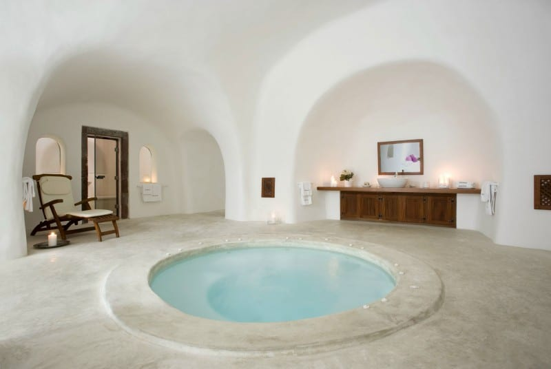 Intimate haven in Santorini10