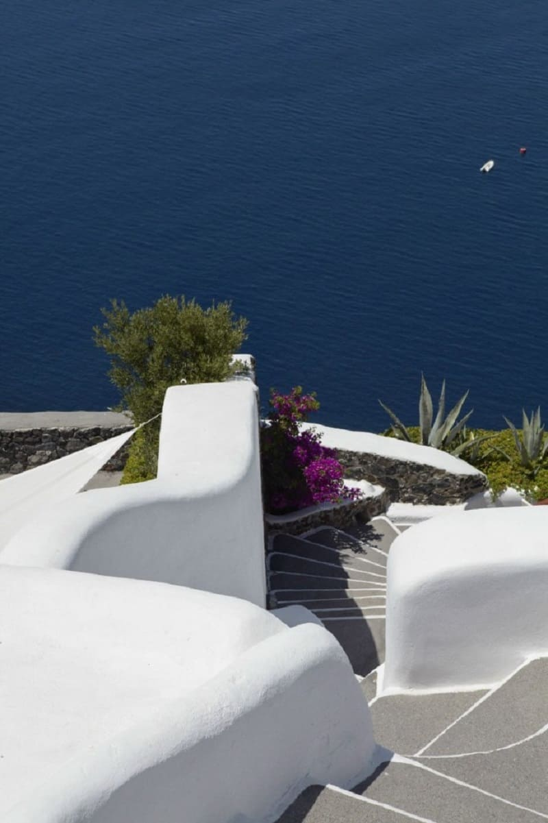 Intimate haven in Santorini2