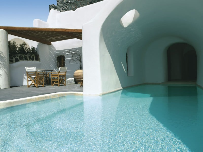 Intimate haven in Santorini3