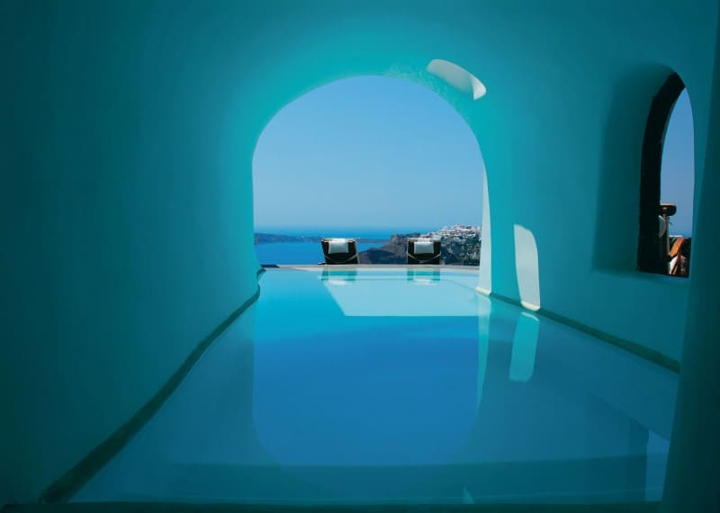 Intimate haven in Santorini4
