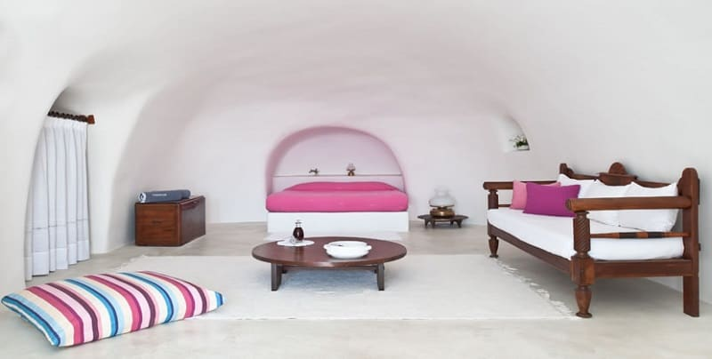 Intimate haven in Santorini6