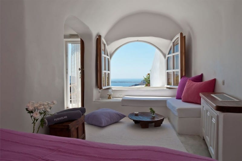 Intimate haven in Santorini7