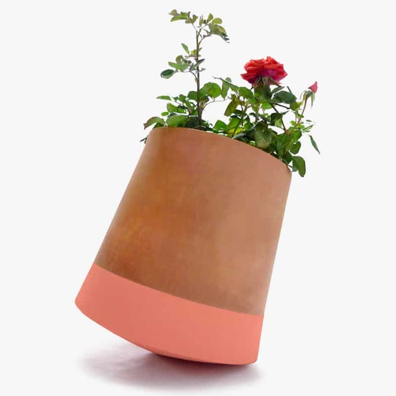 Voltasol, rotating pot that follows the movement of the sun