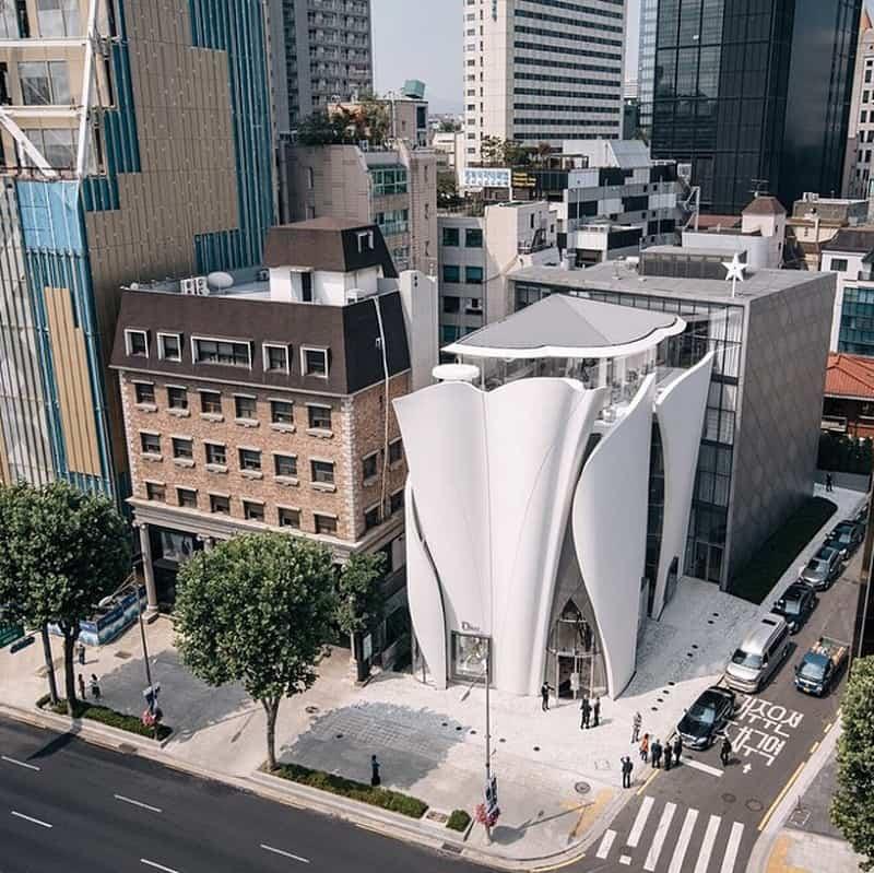 Dior's boutique in Seoul looks like a delicate calla1