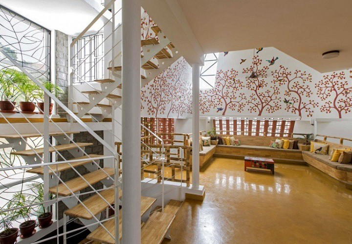 Interior that blends traditional Indian features and modern style