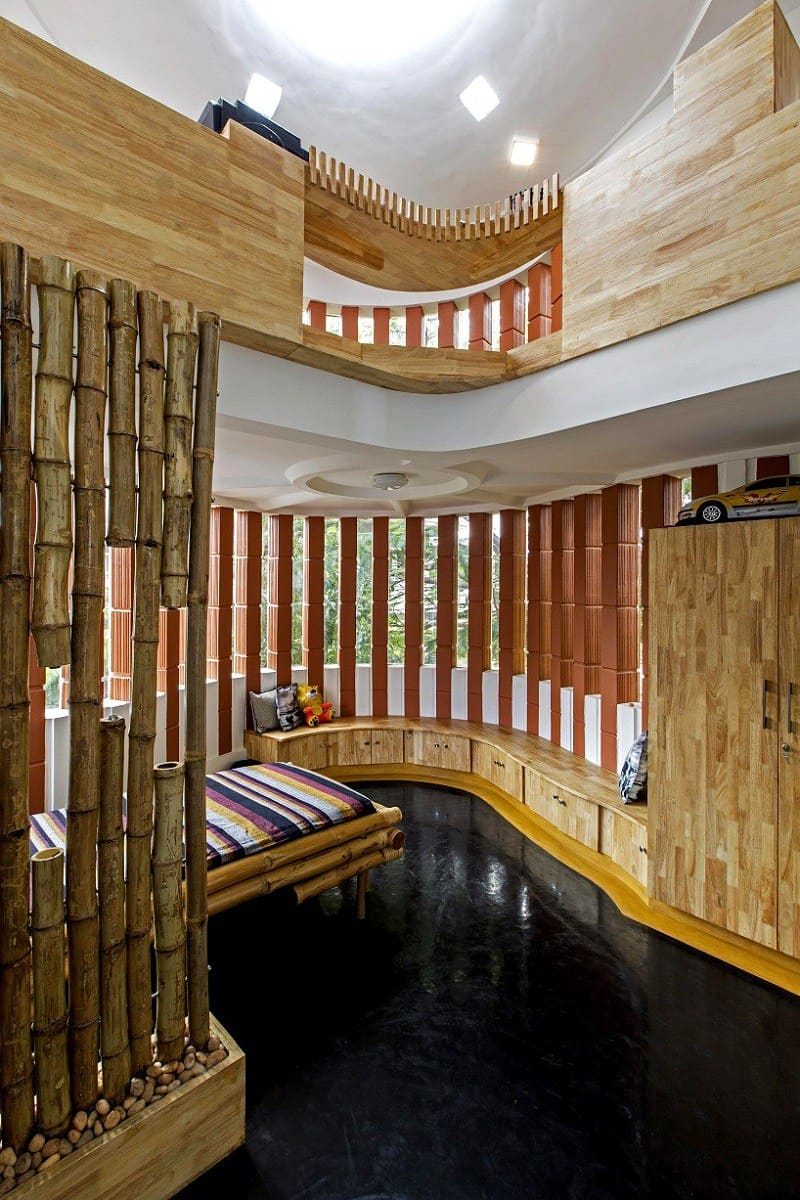 Interior that blends traditional Indian features and modern style3