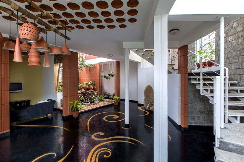 Interior that blends traditional Indian features and modern style5