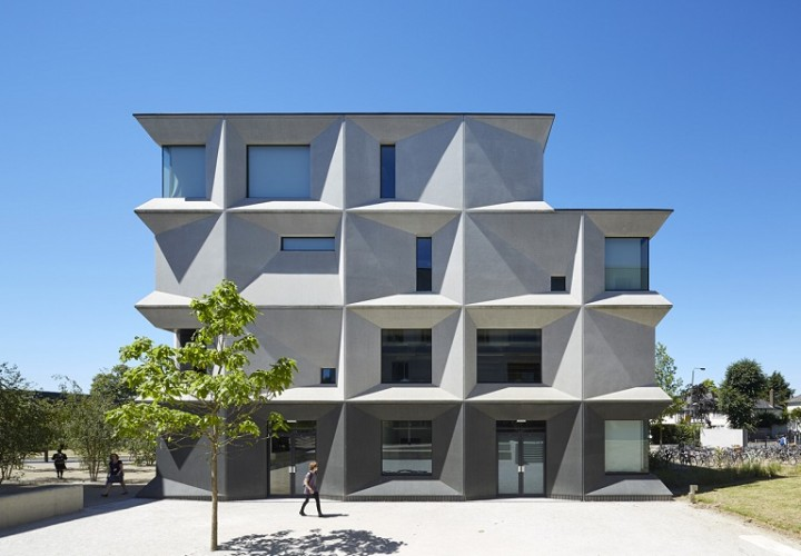 Secondary school with contemporary design in London