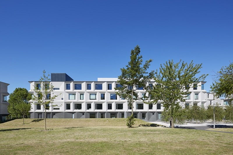 Secondary school with contemporary design in London3