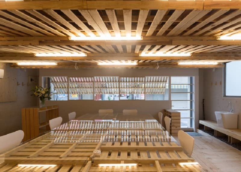 Tokyo office renovated with 130 shipping pallets2