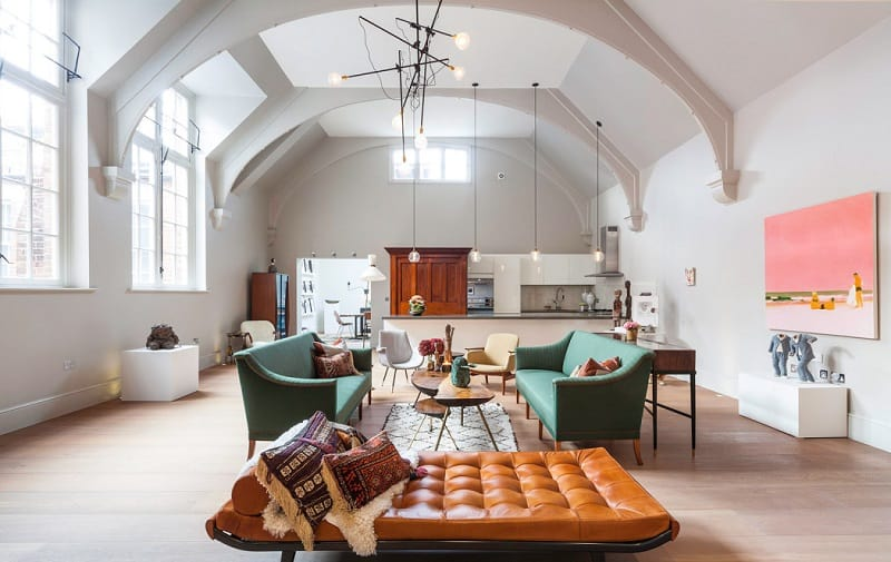 Old courthouse transformed into a refined apartment with vintage furniture and décor5