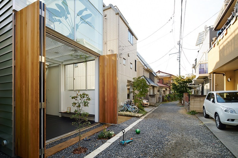 Small family house that breaks the barriers between the interior and exterior1