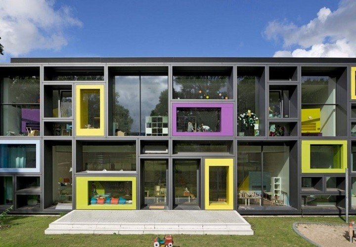 Children's daycare centre in Hamburg with a playful façade