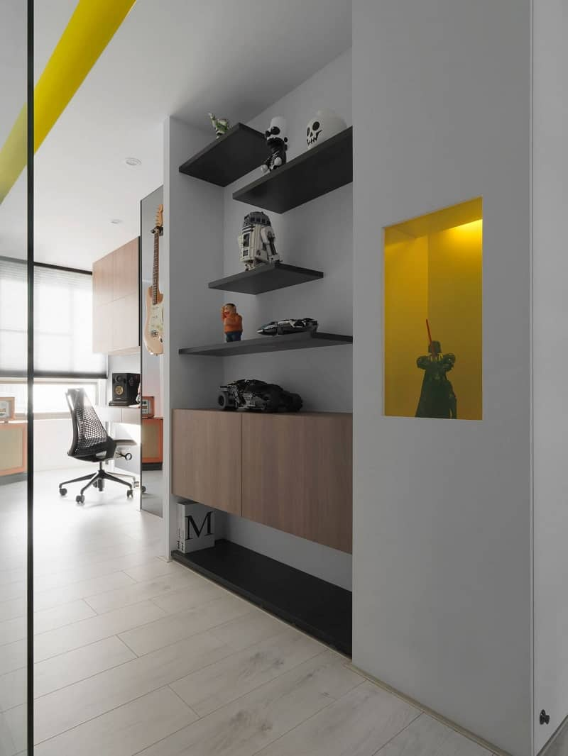 Minimalist black-and-white apartment with yellow accents3