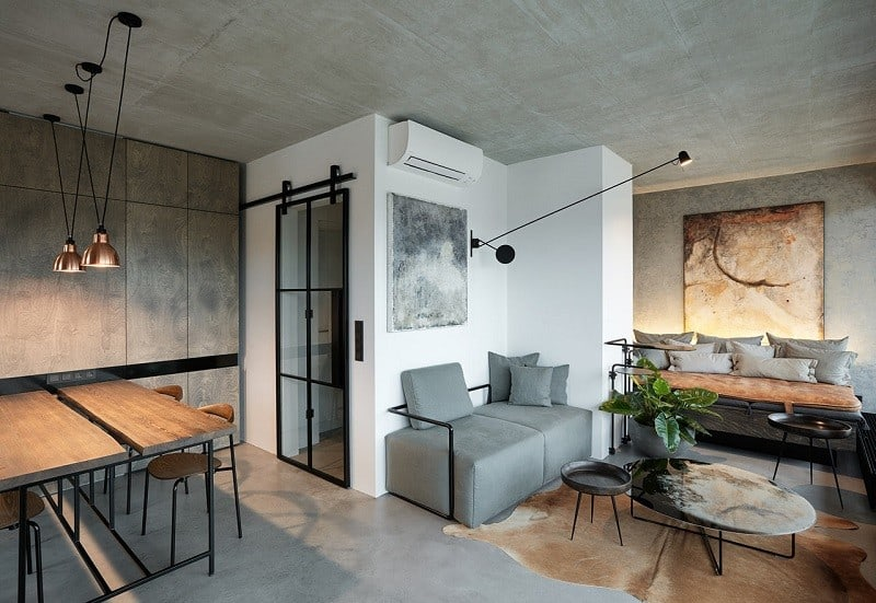 Industrial apartment with unconventional artistic expression